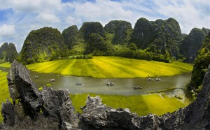 Hanoi – Hoa Lu - Tam Coc One day: 33 USD/ pax
