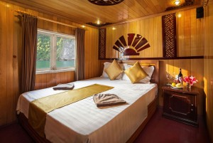 GOLDEN BAY CRUISE TO CAT BA ISLAND ROUTE