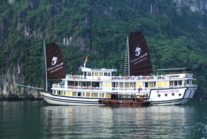 Viola Cruise to Bai Tu Long: From 256 USD/person
